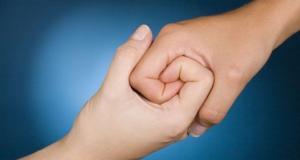 التعاطف مع الاخرين ومشاركة المشاعر