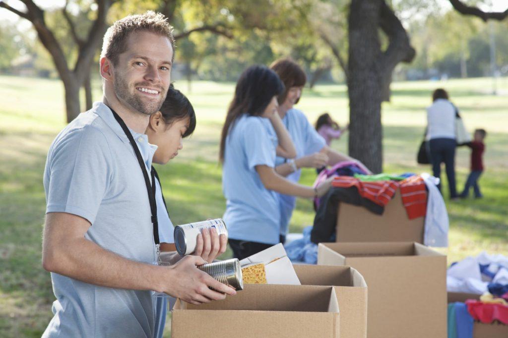 التطوع ومساعدة الآخرين