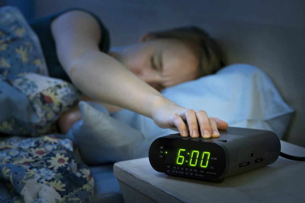 الذهاب إلى السرير مبكرًا بشكل تدريجي