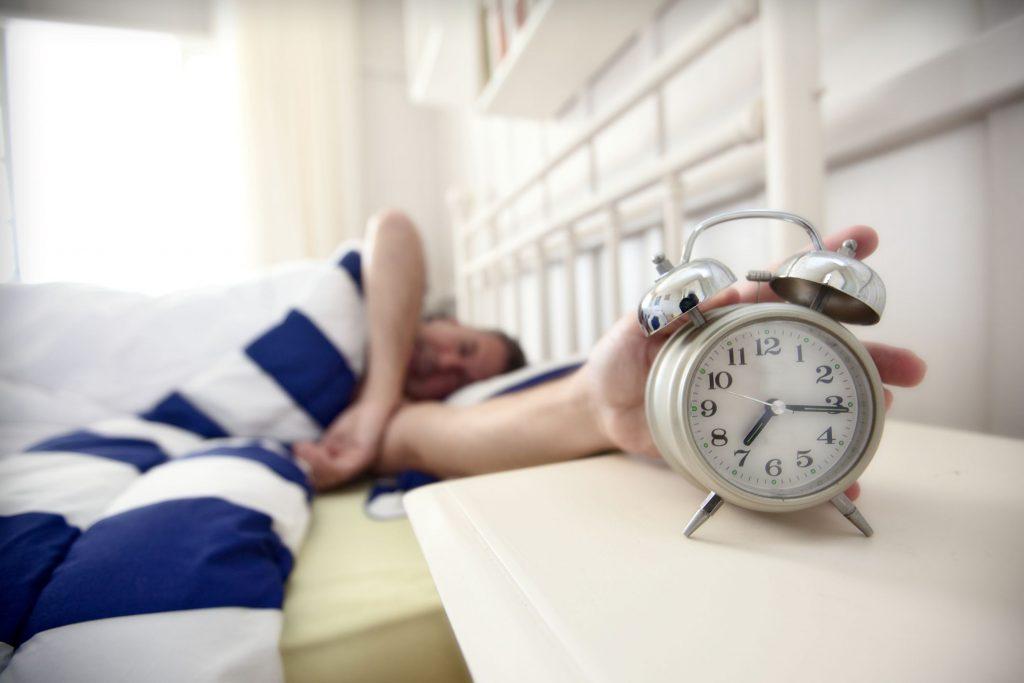ضبط المنبه الخاص بك في وقت مبكر يوميًا