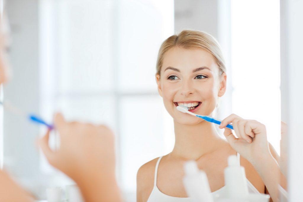 اغسل أسنانك واستخدم كل وسائل التجميل