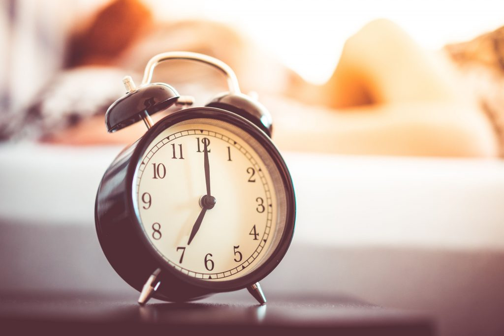 اضبط المنبه قبل الذهاب للنوم