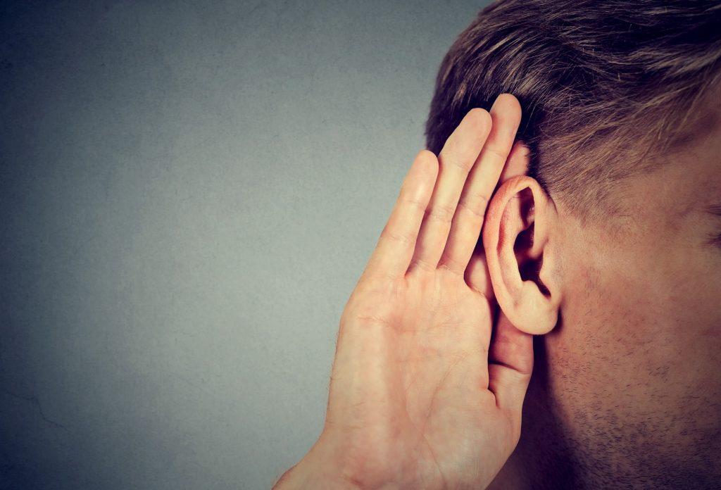 الاستماع وطرح الأسئلة