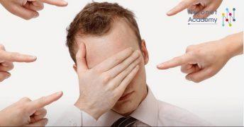 كيفية استخدام النقد لمصلحتك –لا للوم نفسك والإقلال من قدراتك!